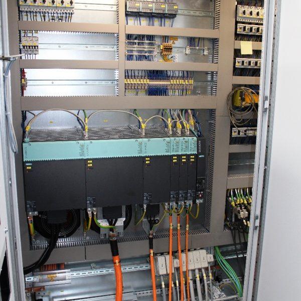 CNC Karusselldrehmaschine SCHIESS 16 DSC während der Überholung in der Werkshalle von Schiess Moweg GmbH neuer Schaltschrank Teil 2