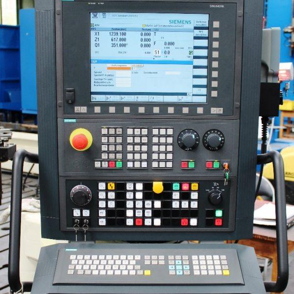 CNC Karusselldrehmaschine SCHIESS 16 DSC während der Überholung in der Werkshalle von Schiess Moweg GmbH neues Bedienpult mit CNC