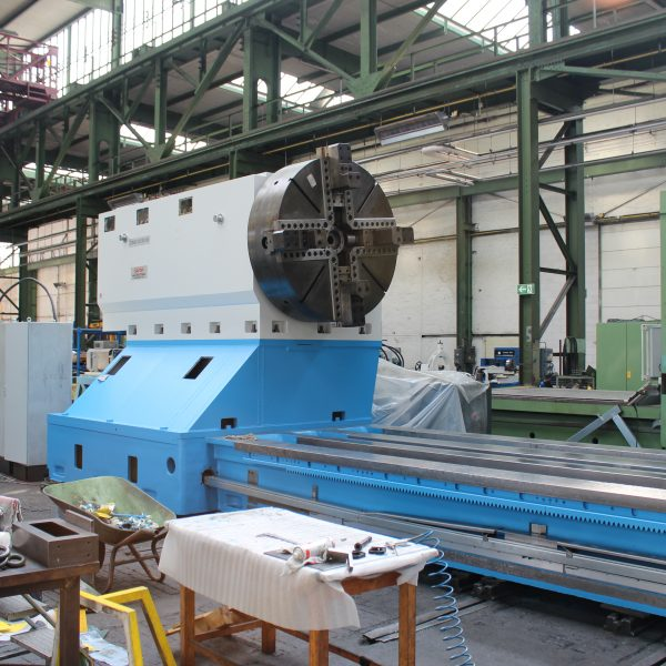 CNC-Schwerdrehmaschine-KRAMATORSK-während-der-Überholung-im-Lager-Schiess-Moweg